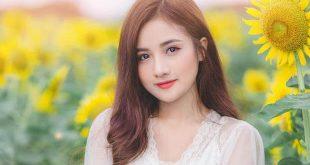 anh gai xinh de thuong ben hoa huong duong 310x165 - 7 loại sữa chua ăn thơm ngon bổ dưỡng được người dùng ưa chuộng hiện nay